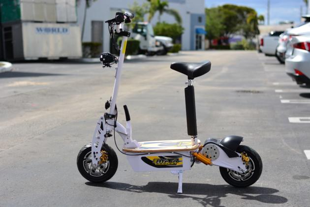 Captain Racing Street Edition Gold 2000w 60v Electric Scooter (White)