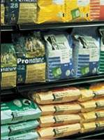 Dry pet food for dogs and cats